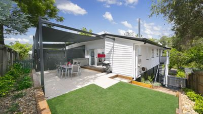 Milton Mews Townhouse Red, Auchenflower property. Back yard and BBQ area.