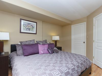 Photo for Deluxe 2 Bed, 2 Bath, 5 Min Walk to Downtown and Seawalk