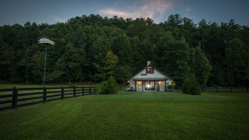 The Barn At Cold Mountain Pond Vrbo