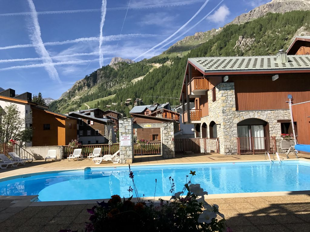 Studio dans chalet val d 39 is re piscine chauff e for Piscine val d isere