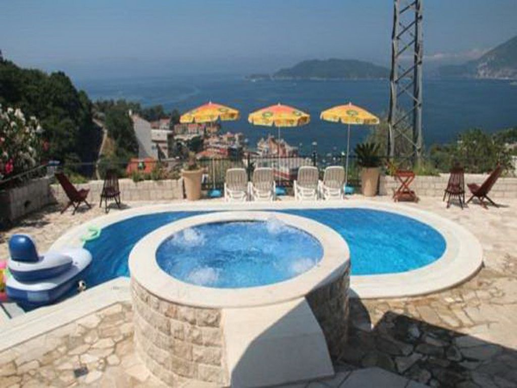 Miramar Sunset Villa With Swimming pool & Sea view, Two Bedrooms & Free parking Photo 1