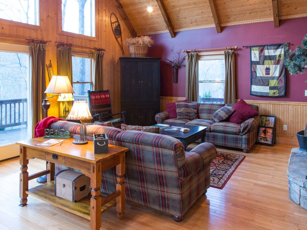 luxury chalet with tub internet fireplace and privacy