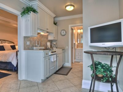 Photo for Cozy rental w/ full kitchen and ocean view, near town and beach!