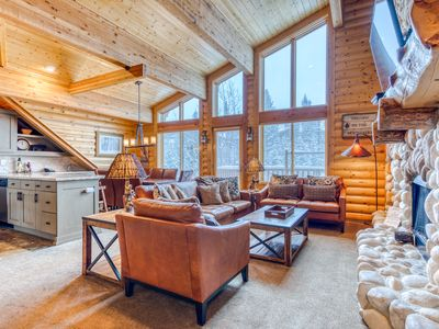 Photo for Memorable mountain condo w/shared pool, private hot tub, & mountain views