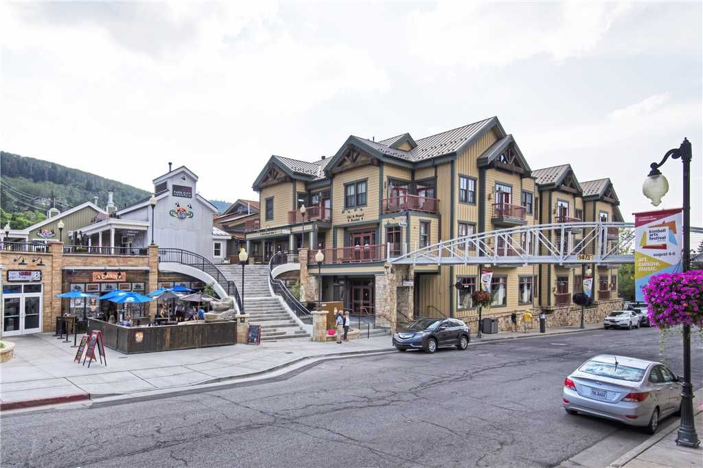 Ski-In/Ski-Out in Historic Main Street Town Lift Plaza