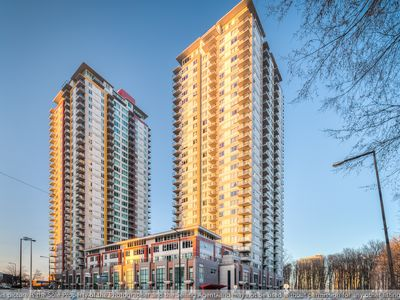 Photo for Luxury Condo in the Heart Scarborough with Close Proximity to All Entertainment