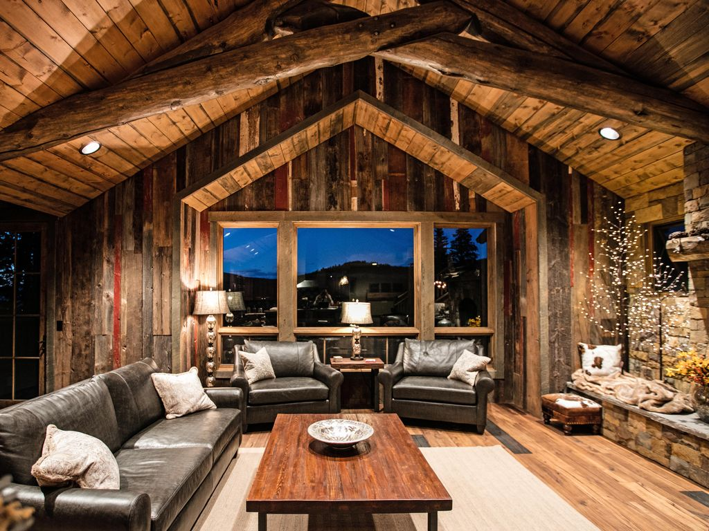 Luxury New Home With Rustic Wood Accentodern Mountain Furnishings