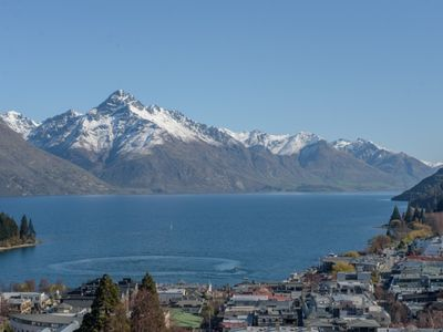 Photo for Queenstown Lakeview Apartment