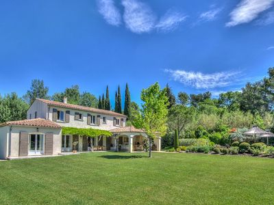 Photo for Prestige Provençal farmhouse with private pool in the Alpilles Park