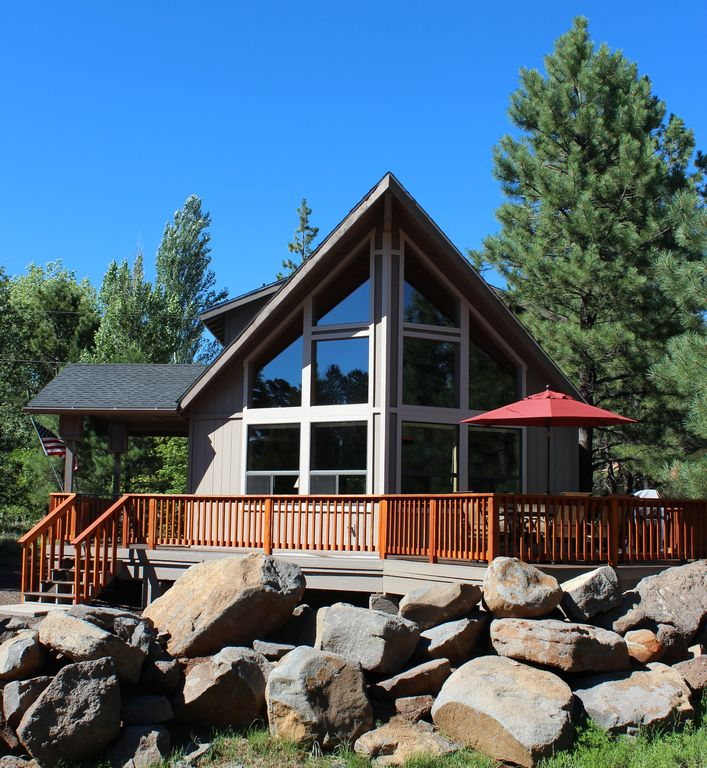 Beautiful mountain retreat nestled in the p vrbo for Az cabin rentals with hot tub
