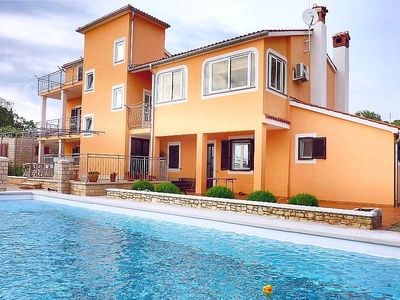 Photo for Villa with pool for up to 11 people