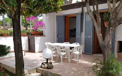 Photo for Detached house in private park 250 m from the sea with communal pool