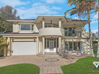 Photo for 4 Bedrooms 3 Bathrooms Antique House At ROSEVILLE