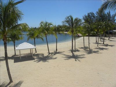 ESCAPE TO BEACHFRONT PARADISE! FROM $99.00/NT BEST VALUE! GUARANTEED!!