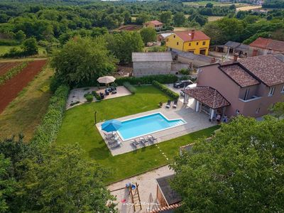 Photo for Wonderful villa with pool near Visnjan