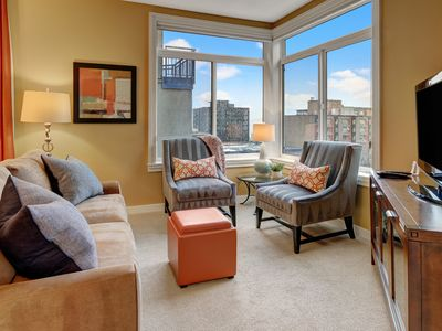 2 Bedroom Peek-a-boo View Oasis★Free Parking★Available 7/7-9