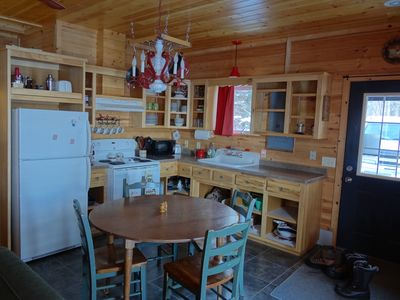 Fully equipped kitchen and eating area.