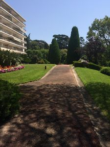 Photo for Beautiful apartment of 150 m2 in residence with pool and landscaped park