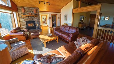 Grand Retreat - Stunning Timberframe Home Sleeps 12 for the Perfect Getaway