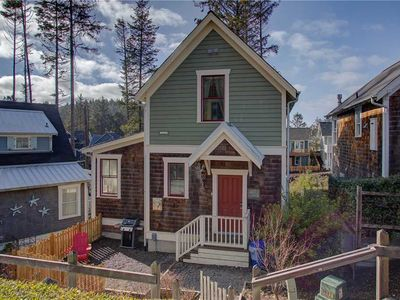 Photo for Thistlewood Cottage: 3 BR / 2.5 BA Seabrook in Pacific Beach, Sleeps 8