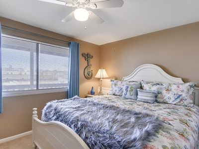 Photo for FREE DAILY ACTIVITIES!!!  Beautifully renovated beachy one bedroom with king size bed one bathroom unit.
