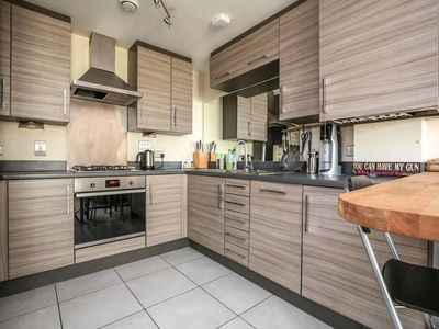 Photo for Lovely 2- Bed Flat in North London