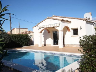 Photo for Villa with garden and swimming pool in Riells