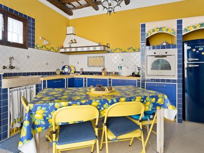 Photo for Colorful apartment w/ WiFi - steps to the beach, dining & Old Town Square!