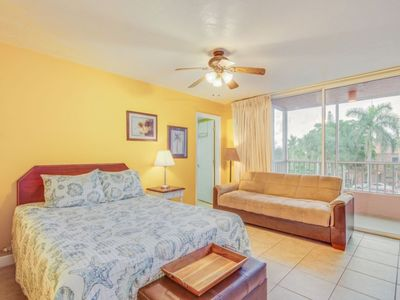 Photo for Bay View Efficiency on Fort Myers Beach/Estero Island- Beachside Complex- Unit 104