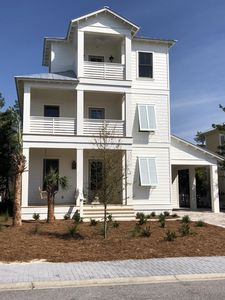 3 front porches,long driveway and covered parking