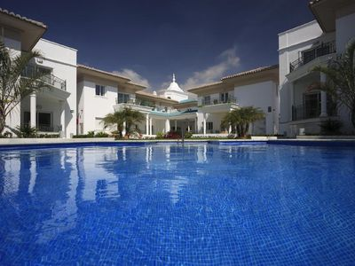 Photo for Luxury apartment with communal pool, 2 bedrooms A / C