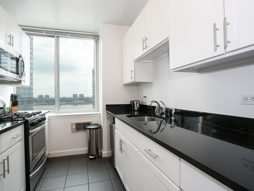 designer luxurious 3 bedroom apartment with gym doorman lincoln center bnb daily - Lincoln Center Kitchen