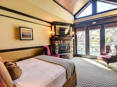 Photo for Lakeview suite w/ fireplace, spa tub and on site restaurant.