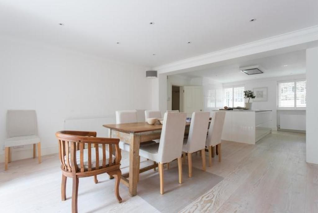 London Home 491, Imagine Your Family Renting a Luxury Holiday Home Close to London's Main Attractions - Studio Villa, Sleeps 8