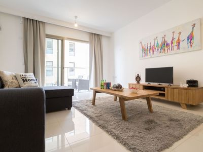 Photo for Spacious 2 bedrooms+parking in city center