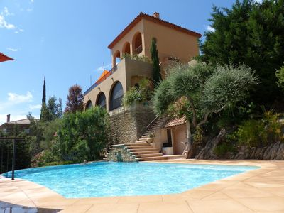 Photo for Family house with pool and sea view 300 metres from the village