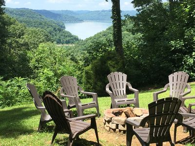 5 BR, 3 Private Acres with Lake View, Hot Tub, 2 Fireplaces, Pingpong, Cornhole!
