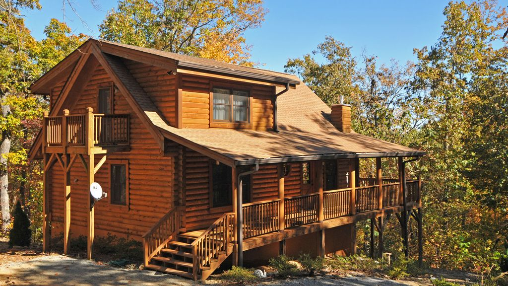 Clean log home central to dupont pisgah homeaway for Cabins near hendersonville nc