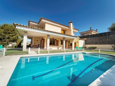 Photo for This 6-bedroom villa for up to 10 guests is located in Calonge and has a private swimming pool and W