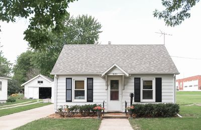 Photo for Entire Home★ WiFi★ Netflix★ W/D★Sleeps 4★Deck★ Close to Ames