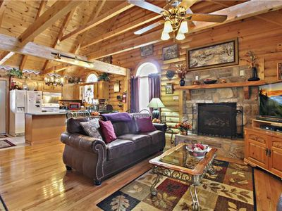 Alpine Ski Lodge, 2 Bedrooms, Sleeps 6, Near Ober Gatlinburg, Hot Tub