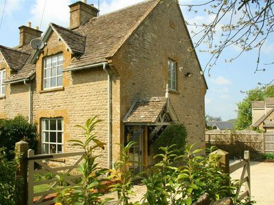 Photo for HONEYSUCKLE COTTAGE, family friendly in Longborough, Ref 988991