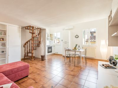 Photo for San Frediano diciassette, a modern and cozy apartment in the neighborhood of Borgo San Frediano