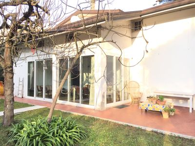 Photo for Apartment 125 sqm in Villa Renata with 350 square meters of private garden and parking