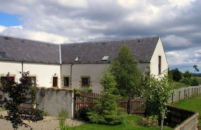 Photo for This pretty and popular Red Kite Cottage, just outside Killen, 15 minutes drive from Inverness.