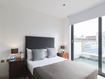 Photo for Apartment Lattice in London City - 4 persons, 2 bedrooms