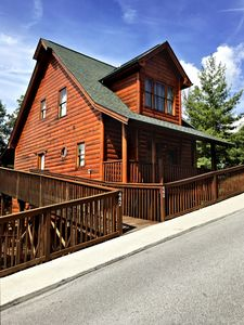 Unit 442 is a Romantic couples cabin getaway with sleek modern amenities.