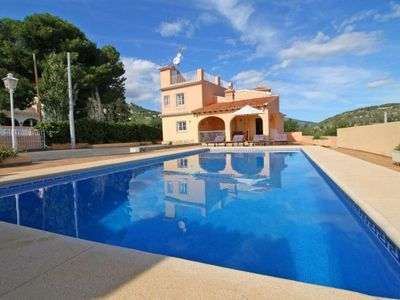 Photo for 5 bedroom Villa, sleeps 11 with Pool, Air Con, WiFi and Walk to Shops