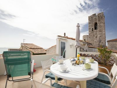 Photo for Charming villa in the heart of Old Antibes with stunning sea views