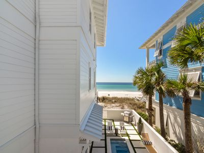 Photo for 2 Bedroom Carriage Home - Direct Beach Access!